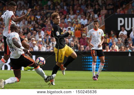 VALENCIA, SPAIN - OCTUBER 2nd: (7) Griezmann (5) Mangala during Spanish soccer league match between Valencia CF and Atletico de Madrid at Mestalla Stadium on Octuber 2, 2016 in Valencia, Spain