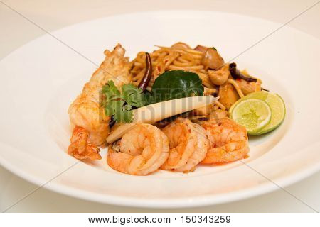 Pasta with prawns delicious spaghetti with prawns / shrimps