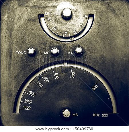Vintage Looking Old Am - Fm Radio Tuner