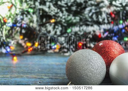 Christmas-Group new year's colour ball with festoon and tinsel