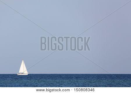 Sailing boat at the horizon of the ocean
