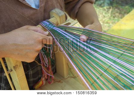 The process of making woven belt of linen yarn