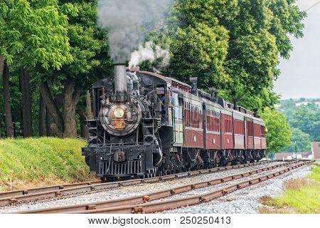 Strasburg, Pa - June 6, 2018: Strasburg Railroad Locomotive Canadian #89 Pulls Passenger Cars Throug