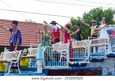 Mendota, Mn/usa - July 14, 2018: St. Paul Winter Carnival Royalty From Atop Float Waves To Crowd At
