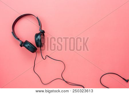 Table Top View Aerial Image Of Accessories Listening Radio Music Background Concept.flat Lay Black H