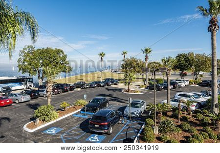 New Orleans, Usa - Nov 26, 2017: Elevated View Of A Public Car Park. Beyond Is Park Along Lake Pontc