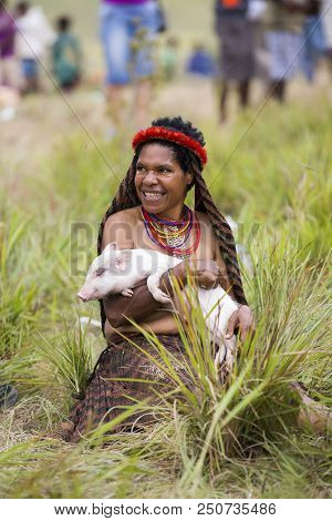 Baliem Valley, West Papua/indonesia - August 9, 2016: Dani Tribeswoman At The Annual Baliem Valley F