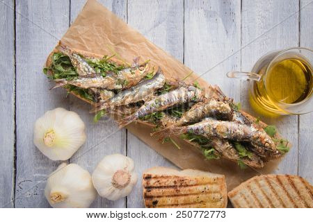 Grilled sardine fish sandwich with garlic and olive oil
