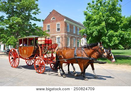 Williamsburg, Va, Usa - May 7, 2012: Horse Drawn Carriage Tours In British Colony In Williamsburg, V