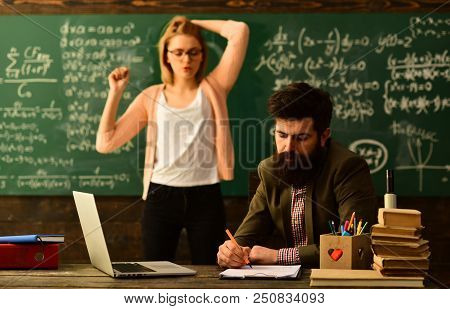 E-learning Online Study Learning Concept, E-learning Education And University Concept, Tutor Asks Th