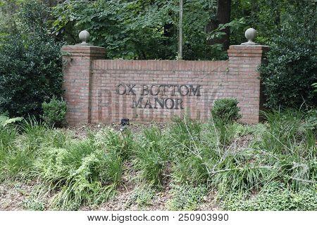 Tallahassee, Fl, Usa - July 14, 2018: Ox Bottom Neighborhood Sign A Wall Between Two Pillars Near Fo