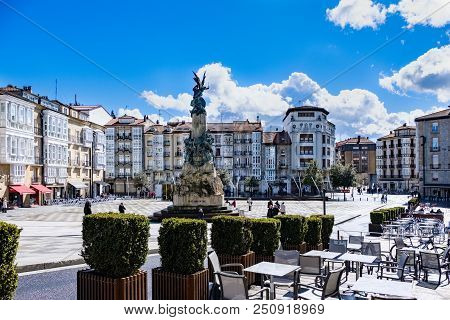 Alava, Spain. April 23, 2018: Virgen Blanca Square In The Center Of The City And Statue Of Victory W