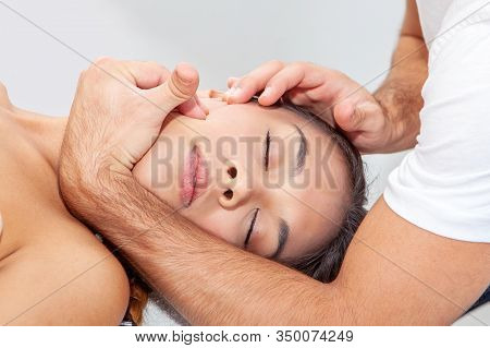 chiropractic massage and physiotherapy manipulation in clinic