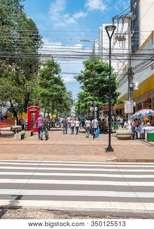 Londrina Pr, Brazil - December 23, 2019: Downtown Of Londrina. People Shopping And Walking At The Ca