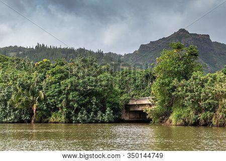 Nawiliwili, Kauai, Hawaii, Usa. - January 16, 2020: Beige Bridge Over Greenish South Fork Wailua Riv