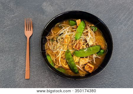 Vegan Laksa Noodle Soup With Snowpeas And Tofu