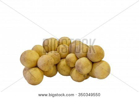 Ripe Wollongong, Wollongong Is A Tropical Fruit Of Thailand, Rounded Out As A Bunch. Ripe Fruits Are