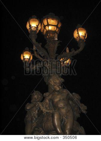 Straßenlampe im Nacht