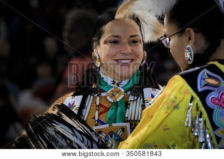 San Francisco, Usa - February 08, 2020: Native American Indian Woman Dressed In Intricate And Colorf