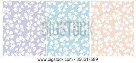 Simple Hand Drawn Floral Vector Patterns. Pastel Color Floral Repeatable Design.white Delicate Flowe
