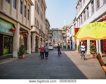Chaozhou/china-02 April 2018:unacquainted People In Paifeng Street Old Town In Chaozhou City China.a