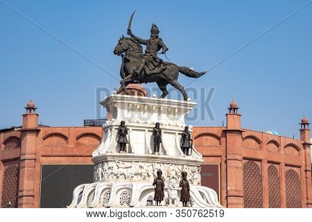 Amritsar India - Febuary 8, 2020: Crowds Around The Sculpture Of Maharaja Ranjit Singh Who Was The L