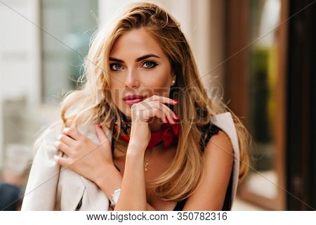 Optimistic Blonde Woman With Beautiful Blue Eyes Posing During Rest In Cafe In Weekend. Close-up Por