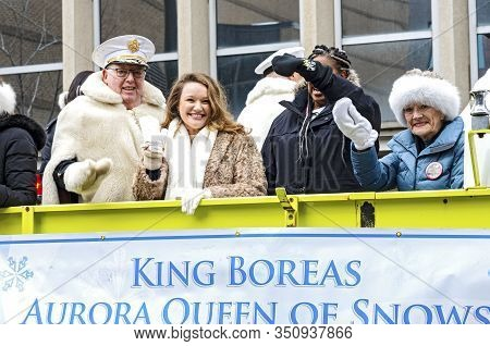 St. Paul, Mn/usa - January 25, 2020: Alumni Of Winter Carnival Royalty Wave To Crowd From Motorcade.