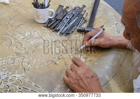 Bangkok,thailand. Jan 31,2020 : Buffalo Hide Or Cowhide Leather Was Sketching And Perforating Thai P
