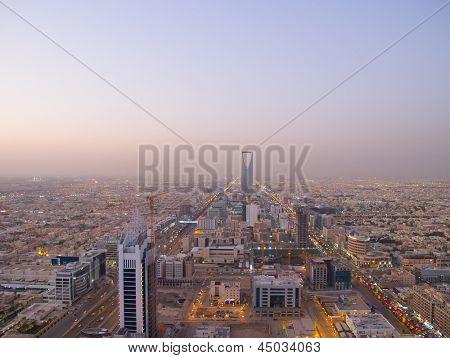 RIYADH - Dezember 22: Kingdom Tower am 22. Dezember 2009 in Riad, Saudi-Arabien. Königreich Tower ist ein