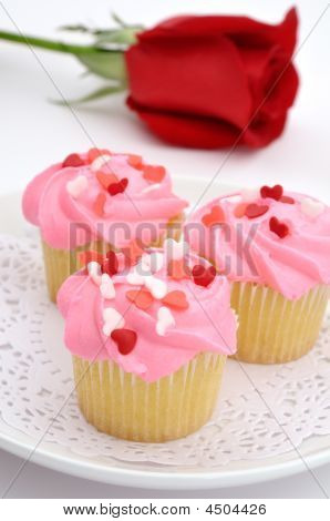 Valentine Cupcakes With Rose