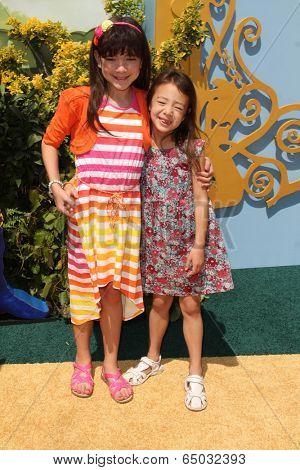 LOS ANGELES - MAY 3:  Chloe Noelle, Aubrey Anderson-Emmons at the