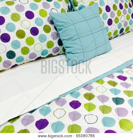 Bright Dotted Bed Clothing