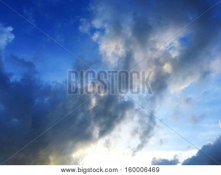 Beautiful view of the sky Caused by the presence of sun and clouds.