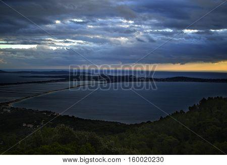 Ciel nuageux au dessus des salins Hyerois