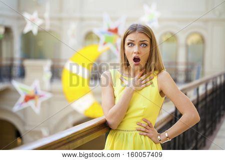 Surprised happy young woman looking sideways in excitement, indoor
