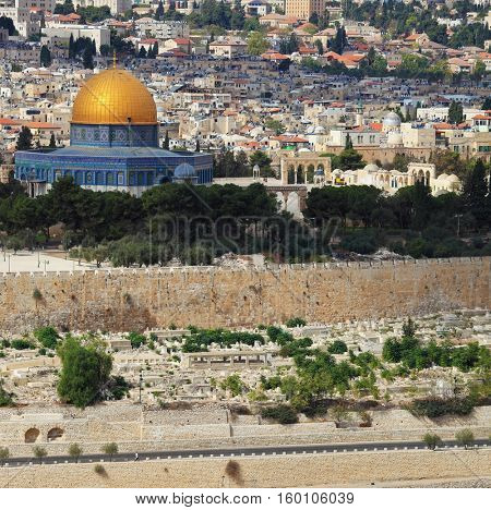 Ancient Jerusalem and the mosque