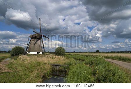 Oude Doornse mill is a windmill near Almkerk in the Dutch province Noord-Brabant