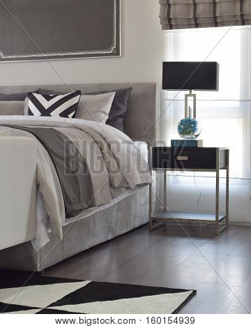 Modern Classic Style Bedding With Black Shade Lamp And Graphic Rug On The Floor
