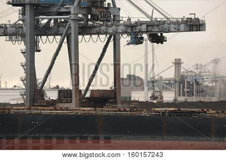 Unloading coal from a bulk carrier ship