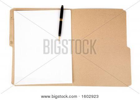 Pluma y carpeta de archivo