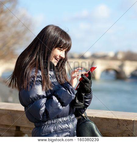 Happy Tourist In Paris Sending An Sms