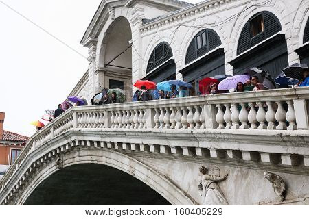 Tourists On The Rialto Bridge In Rain