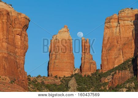 the full moon rising over cathedral rock Sedona Arizona