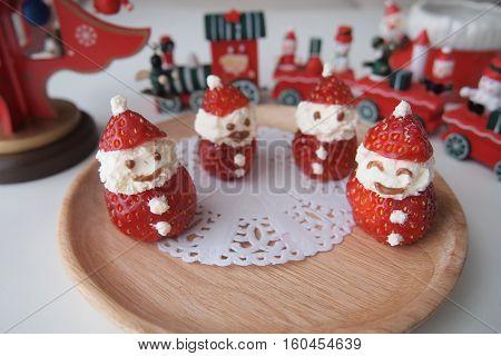 Cute Little Ichigo Strawberry and Cream Santa Claus - a healthy Christmas Treat