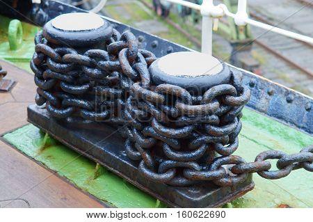 the bollard is wound a chain mooring