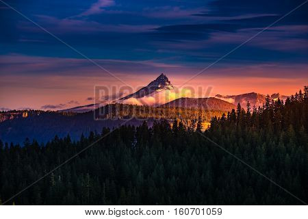 Mt Thielsen At Sunrise Oregon Landscape