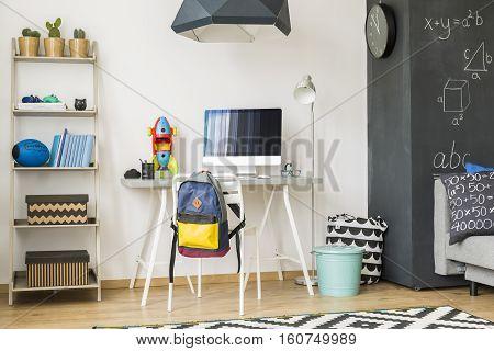 Scandinavian Room For Industrious Student