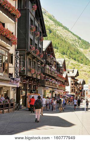 Tourists In City Center Of Zermatt Valais