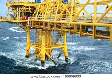 Well head slot from ground to main production floor and controlled by automation logic for production oil and gas industry. Offshore construction platform for production oil and gas in the gulf.